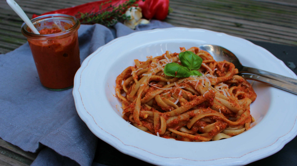 Paprika Pesto mit Linguine