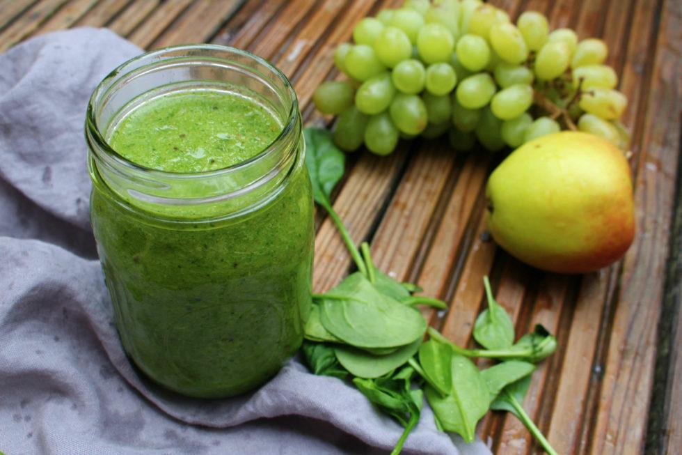 Green Smoothie mit Matcha & Zitronenmelisse