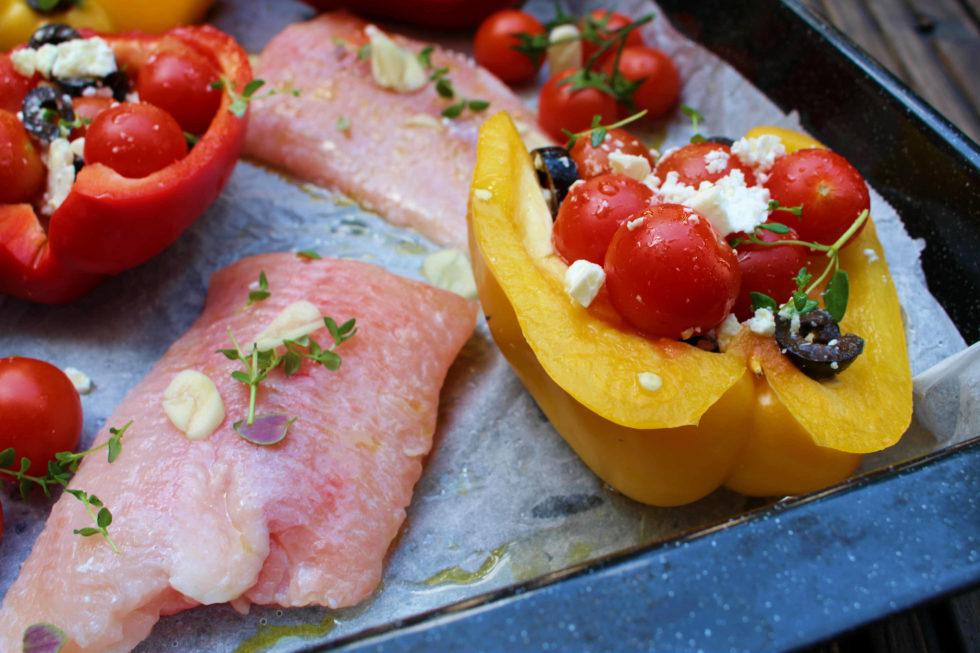 Wels mit Oliven-Feta-Paprika Schiffchen
