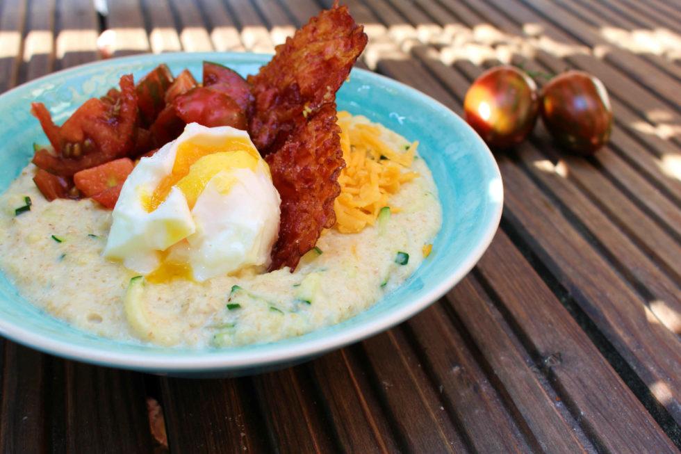 Oatmeal mit Speck und Ei