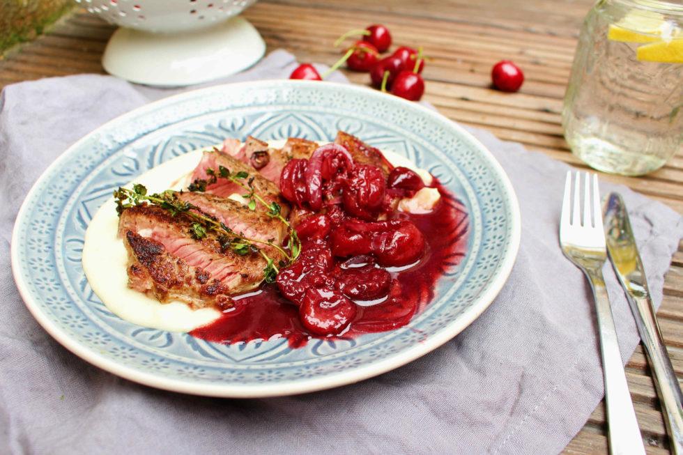 Steak mit Kirschsoße und Erdäpfelcreme