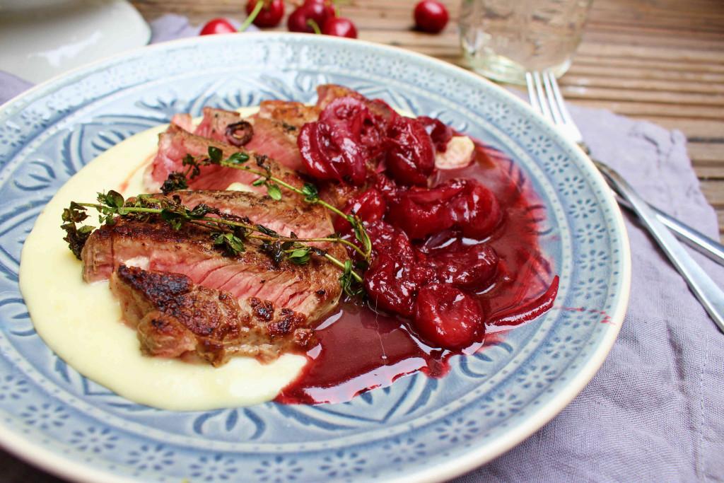 Steak mit Kirschsoße