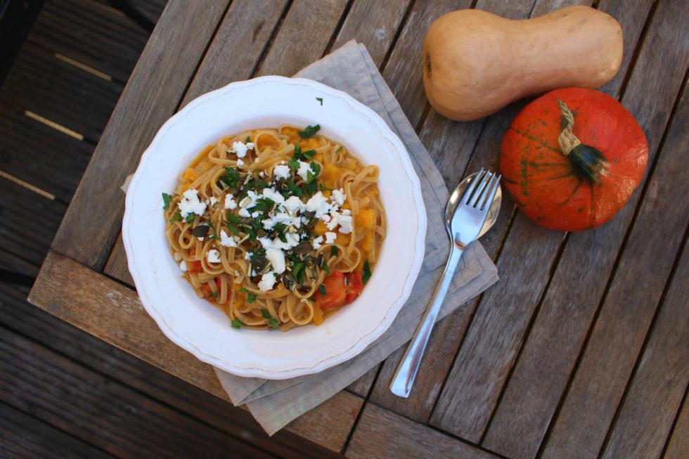 One Pot Pasta mit Kürbis und Fetakäse