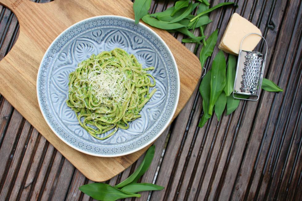 Bärlauch Pesto mal anders mit Frischkäse & Haselnussöl