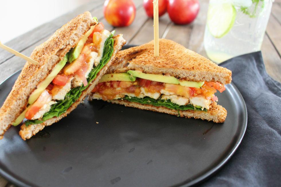 Hühner Sandwich mit Nektarinen Chutney