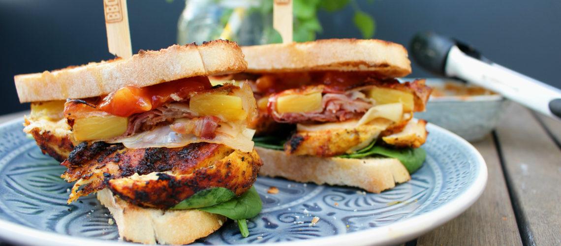 Burger mit Huhn & Ananas-Speck Ring
