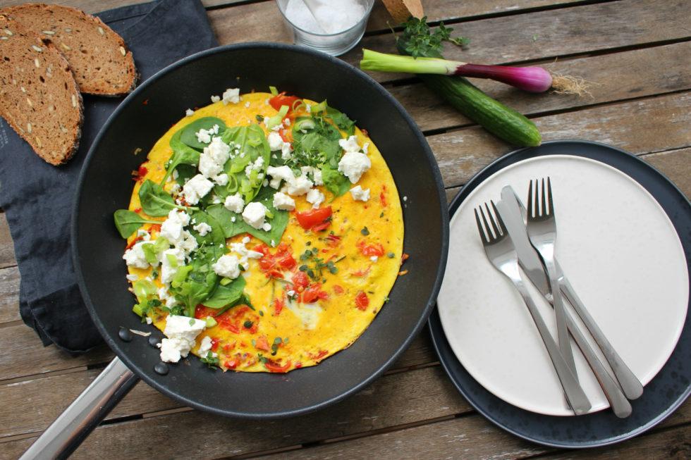 Mediterranes Omelette mit Tomaten & Fetakäse