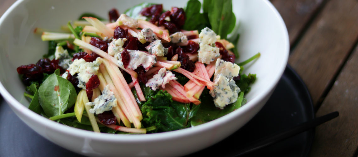 Salat mit Spinat, Grünkohl, Gorgonzola & Blutorangen Dressing