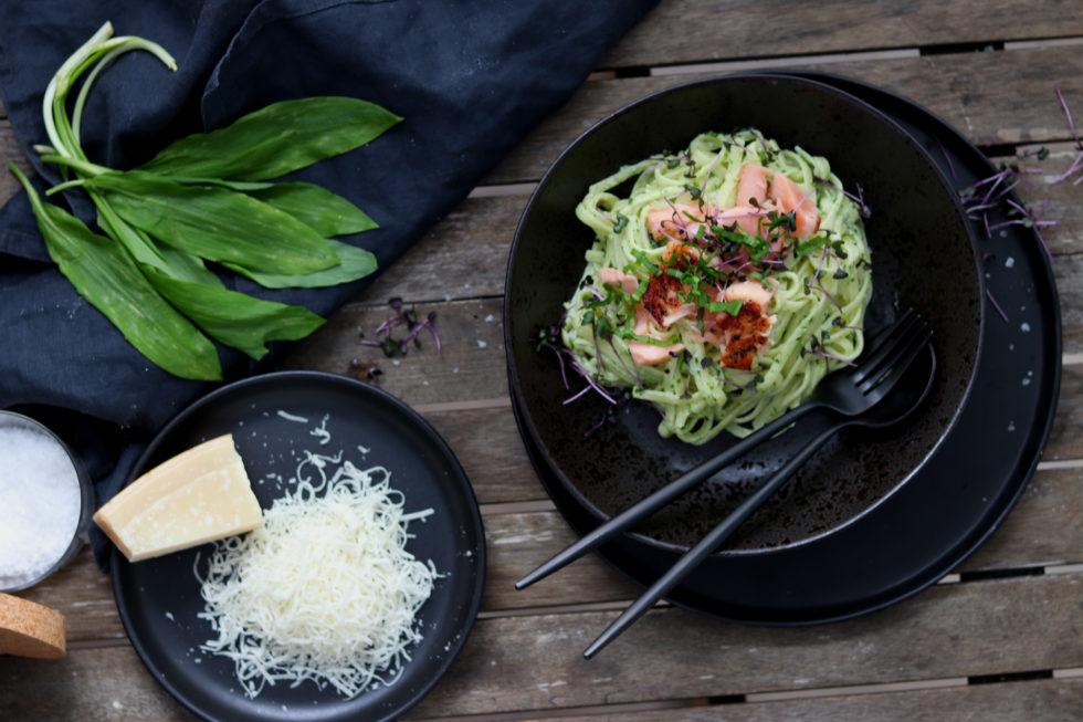 Spaghetti mit Bärlauch Pesto und Lachs